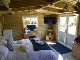Downsfield Bed & Breakfast Carbis Bay - Deluxe One-Bedroom Log Cabin