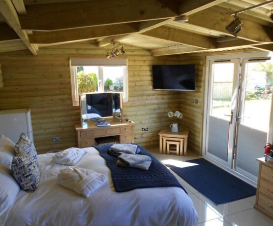 Downsfield Bed & Breakfast Carbis Bay - Deluxe One-Bedroom Log Cabin